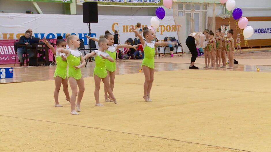 В Пензе юные гимнастки сдали зачет и выступили в групповых упражнениях